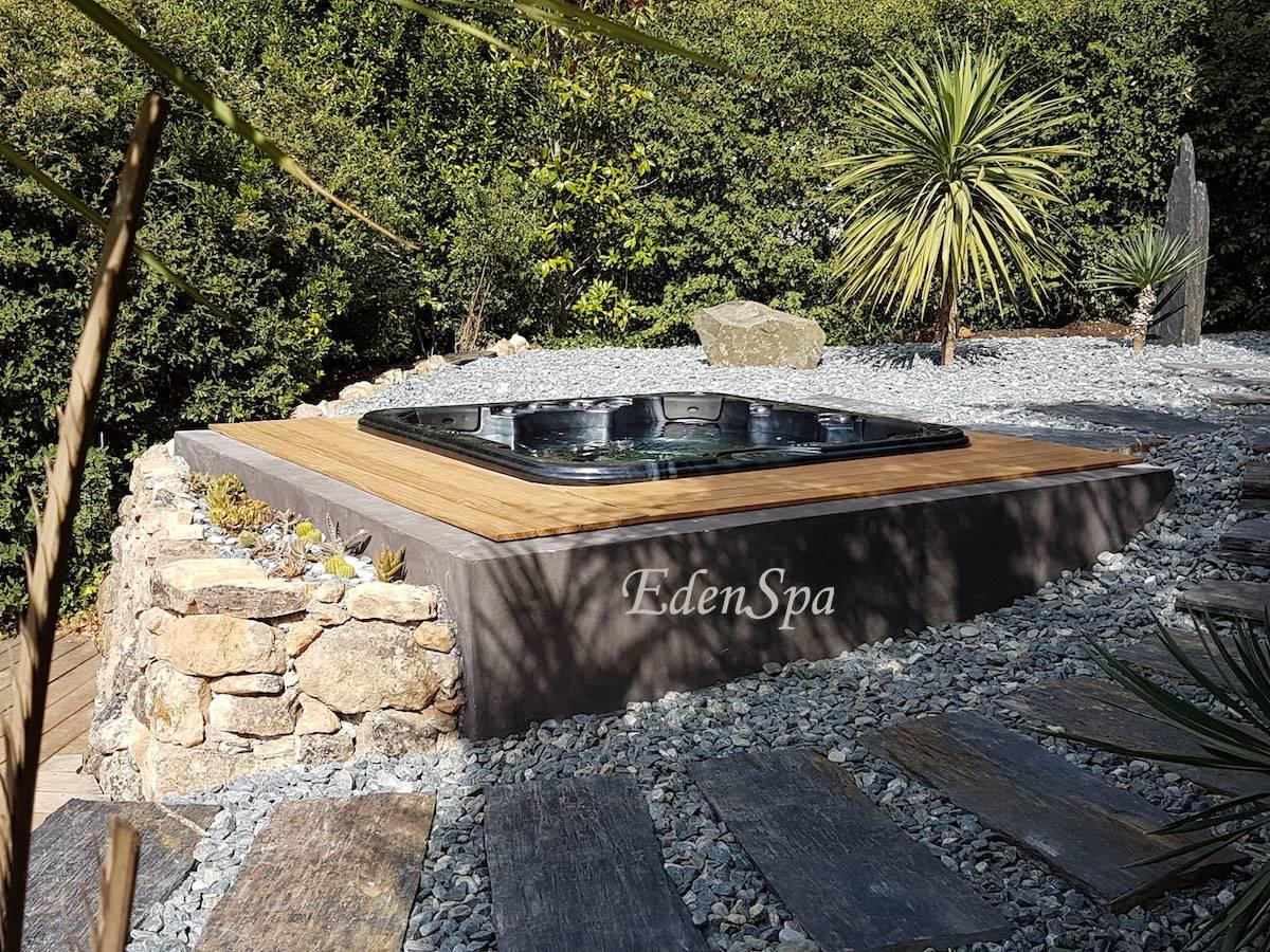 une installation d 39 exception au tholonet un spa 5 place encastr dans une jardin min ral edenspa. Black Bedroom Furniture Sets. Home Design Ideas